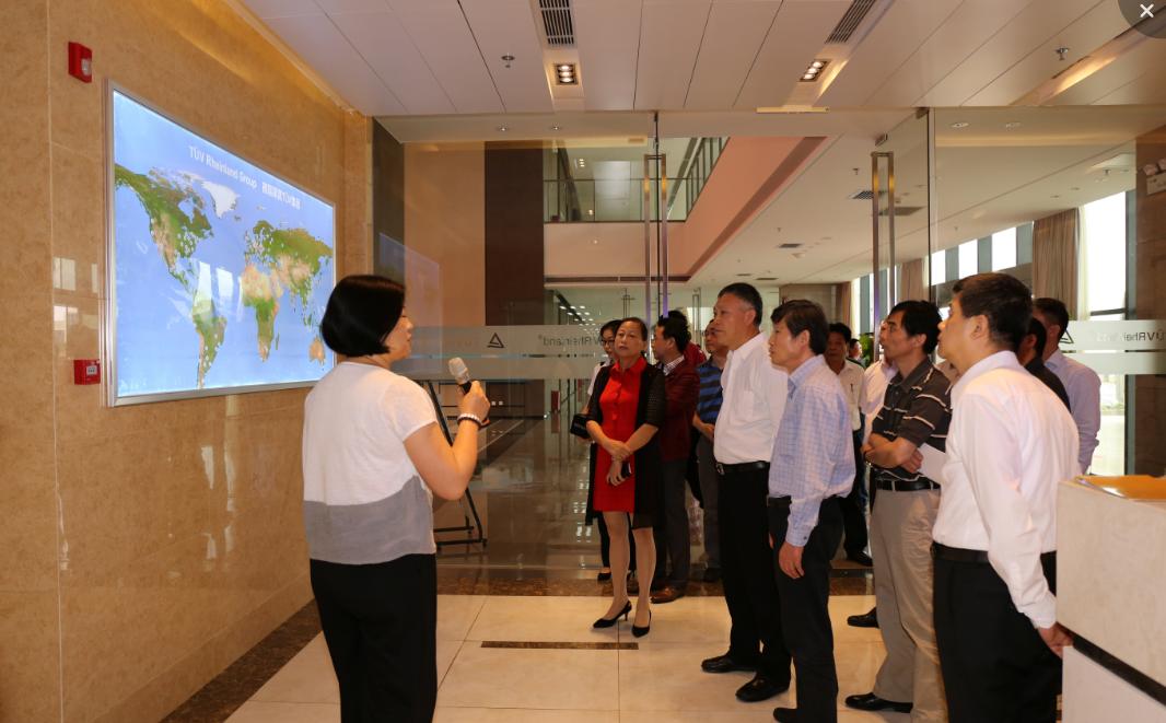 上海市政府考察团到公海贵宾会网站产业园参观调研